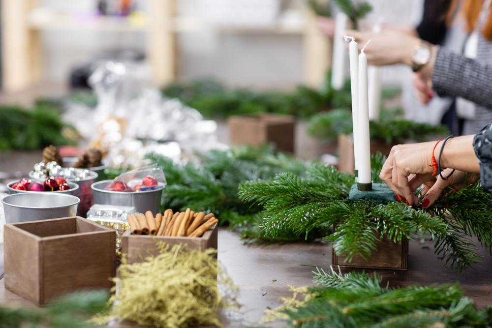 Inspiration aus der Natur: einige schöne Ideen für Ihre weihnachtliche Tischdekoration