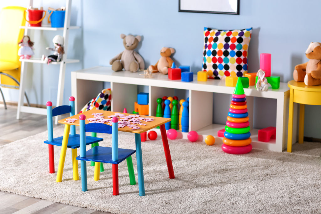 Stilvolle Möglichkeiten, Spielzeug im Kinderzimmer zu verstecken